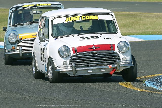 Racing at Historic Sandown