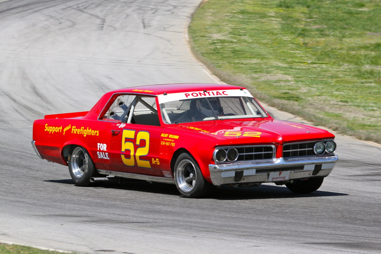 Vintage racing features at the VIR SpeedTour