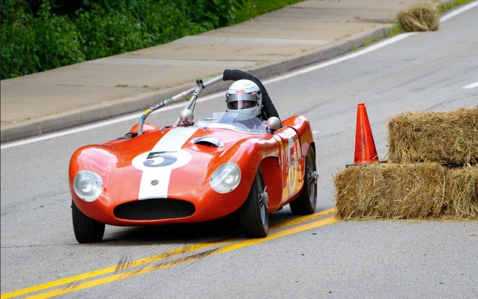 Racing at the Pittsburgh Vintage Grand Prix