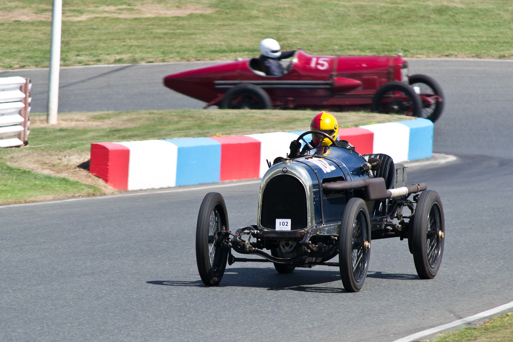 Vintage racing at the VSCC Mallory Park event