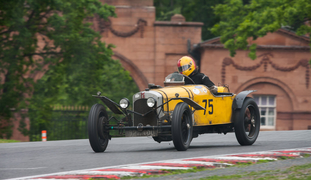 Vintage racing at VSCC Oulton Park
