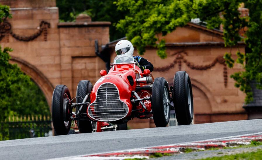 Vintage racing at the VSCC Oulton Park event